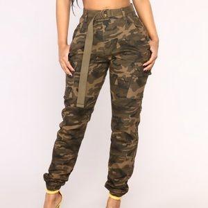 New fashion nova Oversized Camo Pants Olive Small